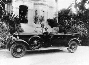 StateLibQld_1_85088_Crossley_car_used_during_the_1927_Royal_Visit,_waiting_at_Government_House,_Brisbane